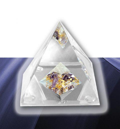 Glaspyramiden mit Edelsteine